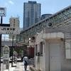 横浜駅東口を歩く