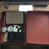 LIHIT LAB. の昭和レトロなデスクトレーで、書斎の小物や書類をスッキリ整理する