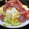 シンプル生ハムとざく切りキャベツの贅沢サラダ