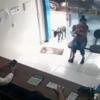 (韓国の反応) 「助けてください」足で動物病院に自らやってきた犬