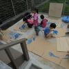庭での遊び~4歳児の絵具~