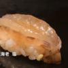 海老にぎり寿司490円の寿司を提供する回転寿司チェーンと東京の銀座で提供される高級海老寿司の違いを見てみる