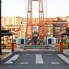 世界遺産であり、世界最古の運搬橋「ビスカヤ橋」に運搬される