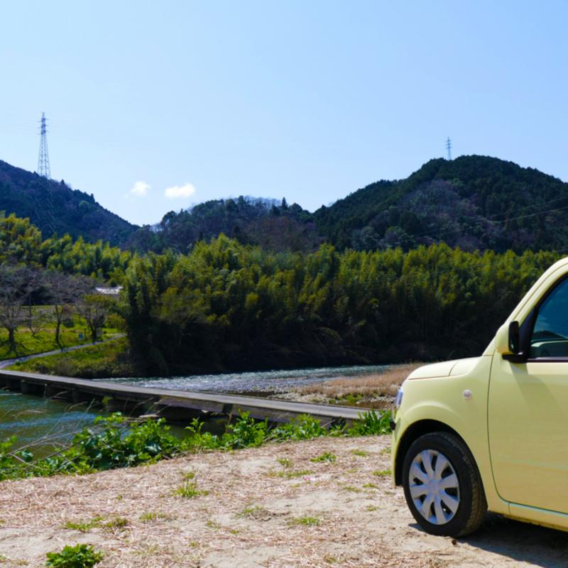 青空の下に広がる茶畑、巨岩、絶景……レッツ山城ドライブ♪