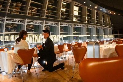【夜の美術館でサプライズ】僕のプロポーズの瞬間を紹介させてください。(カメラ3台を用意してその瞬間を記録しました!)