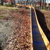 【冷たい温もり】  公園の溶接ビード