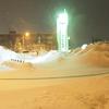 北海道の真冬に道の駅で車中泊を楽しむ人々