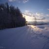 凍った路の向こうから