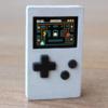 PocketStarは超小型サイズのミニゲーム機。16色カラーのレトロゲームが楽しめる。