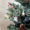 リビングに、クリスマスツリーを出しました