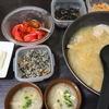 手羽先煮物、トマトポン酢漬け、味噌汁