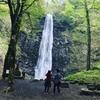 高さ63m!山形県酒田市の「玉簾の滝」が豪快かつ壮麗すぎる。期間限定ライトアップも。