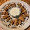 カキフライと野菜皿3種(カリフラワーのペペロンチーノ、ケールのサラダ、ルッコラとマッシュルームのサラダ)