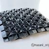 「まさにいメソッド 」で、「あじさい井桁・詰め(5×5)」を作りました。その苦労話と、黒い紙を使った理由を語ります。