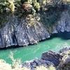 【岐阜・七宗町の景勝地】エメラルドグリーンの水面と紅葉のコントラストがキレイな「飛水峡」(ひすいきょう)