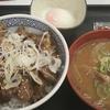 吉野家の牛カルビ丼と具だくさんのとん汁は最高の一人飯です♪