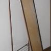 スチール製(シルバー)の古い姿見が復活。錆を取って水性ペンキを塗りました