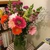 お花は生活をすごく豊かにするので飾るといいよーというお話。