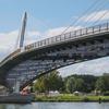 国境を越える過剰な橋