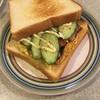 朝食に5分で出来る椎茸オムレツベーコンきゅうりサンドイッチ