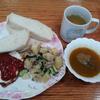 ポテトサラダと目玉焼きとカボチャのスープ
