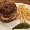 あの女子グルメバーガー部でも紹介された!アメリカンな雰囲気で味わう本格ハンバーガーはここだけ!!【高田馬場「ホーミーズ (homeys)」チーズバーガー】