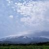 秋田県側は晴れ、山形県側は薄曇り…かな?