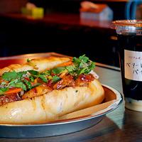 バターレバーバインミーの「ハチミツ焼豚」と「ベトナムアイスコーヒー」