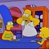 """シーズン8、第15話「ホーマーのバート改造計画""""Homer's Phobia""""」"""