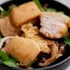 きのこの油飯、豚の角煮のせのレシピ