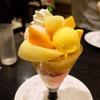 タカノフルーツパーラーで桃とマンゴーのパフェ