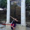 バリ島:ウルワツ寺院 やんちゃなサルちゃんに要注意!