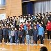 6年生を送る会⑨ 6年生の出し物「いのちの歌」、全校合唱「校歌」