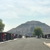 メキシコシティ郊外 テオティワカン遺跡(1/2) 「太陽のピラミッド」登頂  、結構、危険