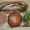 根菜+αの汁物、小松菜の蒸し浸し、サンマの干物