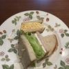 手作りパンでサンドイッチ