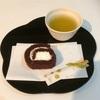 プチ贅沢ブラウニーロールと緑茶