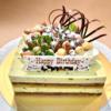 『トシ・ヨロイヅカ』のアントルメ、ベルナール。ピスタチオとチョコレートのムースケーキ。