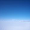 空と雪原の間