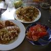 幸運な病のレシピ( 1386 )昼:血糖値の上がらないオム焼きそば、鶏のから揚げ、トマト、ところでムーラン見たい