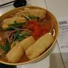譚仔雲南米線:トマトスープに牛肉と香港式油揚げをトッピング。丸亀製麺のトリドールによる買収から初めて行ってみた。んっ?2度目だったかな?