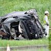 無免許の4人乗り乗用車、衝突横転し2人死
