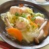 白菜と鶏団子の春雨煮、焼鮭など