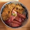 大間で大間産のマグロと生ウニの二色丼