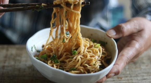 家庭でも無理なく作れ、それなりにうまい汁なし担々麵のレシピを考えてみた【ホマレ姉さん】