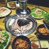 焼肉と鍋を同時に楽しむベトナム人