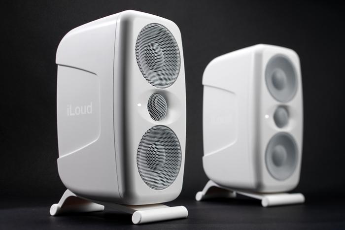 「IK MULTIMEDIA ILoud MTM White」製品レビュー:付属測定マイクで自動音場補正が行える2ウェイ・モニター・スピーカー