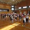 1年生:全員でなわとび大会の練習