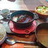 神田ランチ フランスの鍋で熱々の煮込みハンバーグ