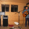 里山体験スタジオ「農家楽(のうからく)」でおじさんたちの演芸会